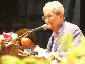 জাতীয় জাদুঘর মিলনায়তনে নোবেলজয়ী অর্থনীতিবিদ অমর্ত্য সেন