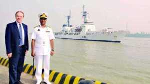বাংলাদেশ নৌবাহিনী প্রধান ভাইস এডমিরাল এম ফরিদ হাবিব এবং মার্কিন রাষ্ট্রদূত ডান মজিনা