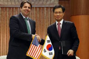U.S. Ambassador to South Korea Mark Lippert and South Korean Ambassador for Nuclear Energy Cooperation Park Ro-byug after initialing a new nuclear-energy pact [Image Courtesy of WSJ]