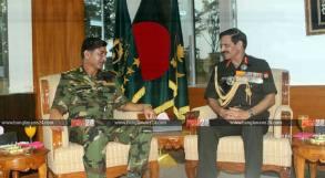 বাংলাদেশ সেনাবাহিনী প্রধান জেনারেল ইকবাল করিম ভূঁইয়া ও ভারতীয় সেনাবাহিনী প্রধান জেনারেল দলবির সিং